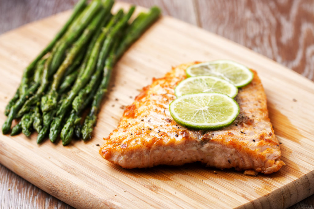foods that reduce anxiety - Fillet of salmon with asparagus