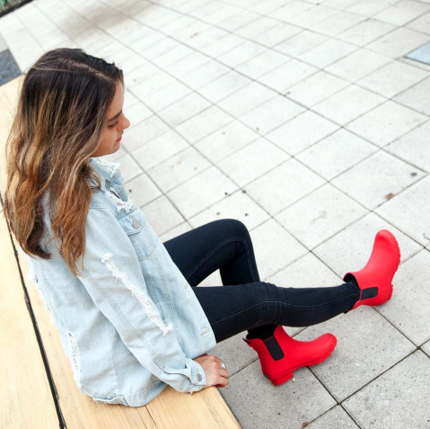 girl wearing red roma boots