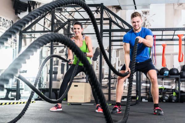 man and woman doing a rope exercise - low intensity exercise fat burning zone