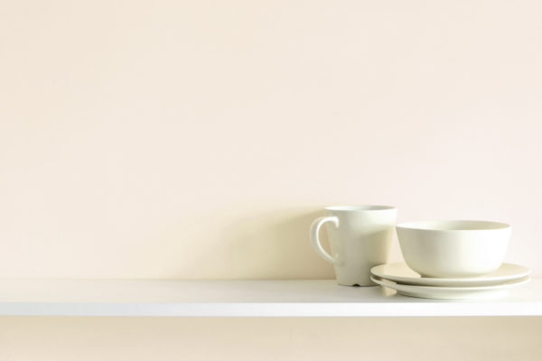 empty shelf with minimal dish ware - living a minimalist lifestyle