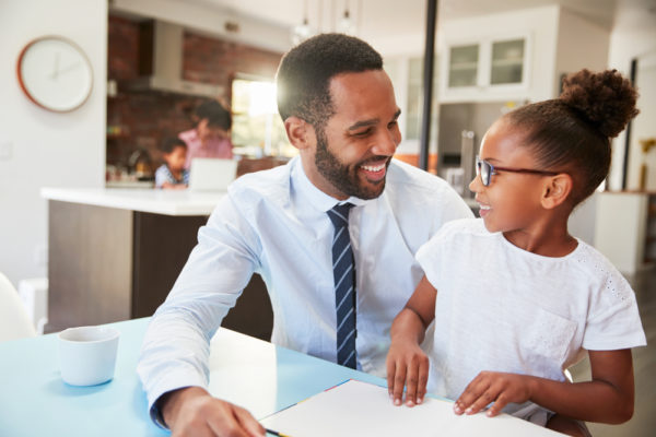 dad teaching daughter good financial habits