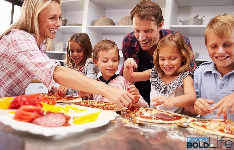 Parents and kids brutally dissecting poor pizzas