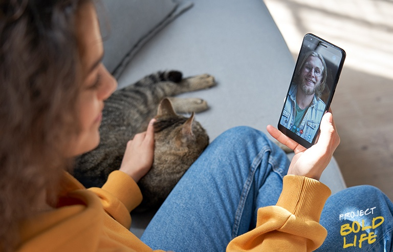 A woman with a cat and a boyfriend in a phone